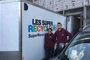 Un camion des Super Recycleurs