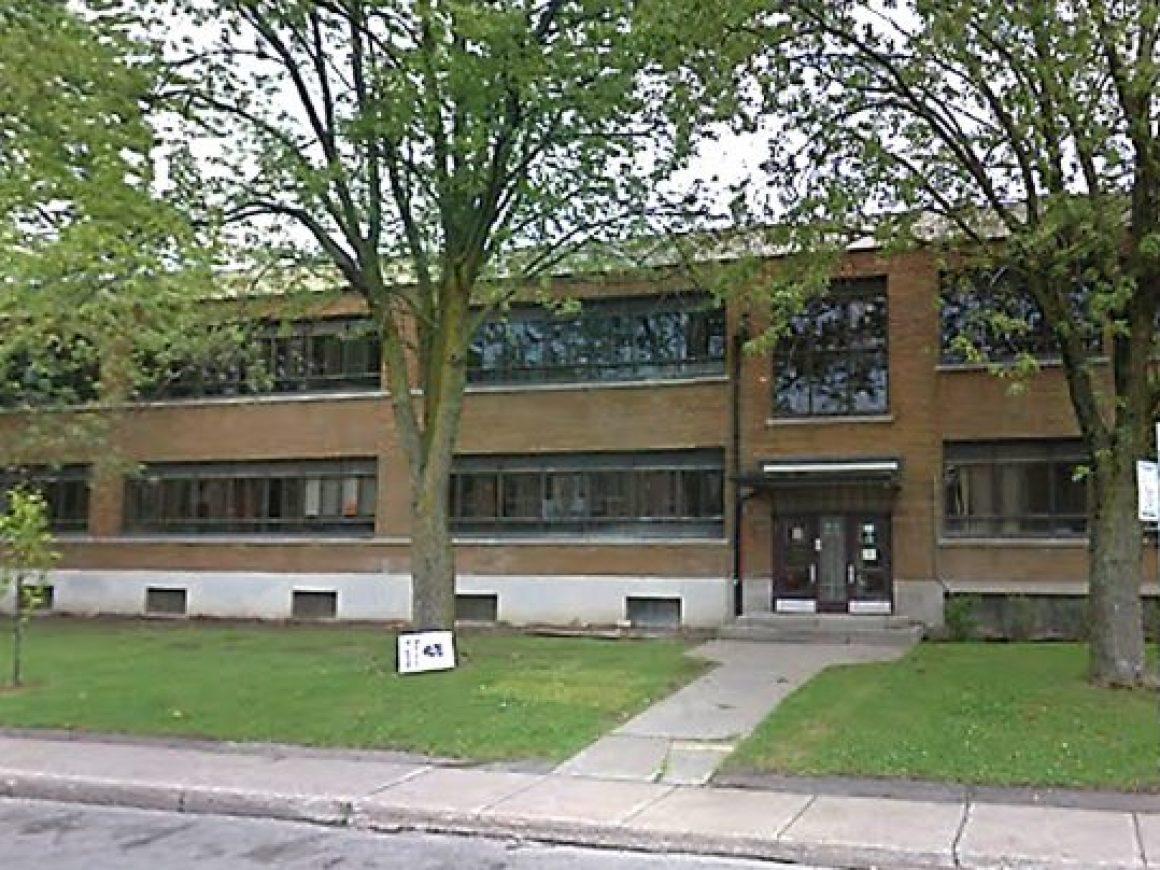 Ecole Petit-College