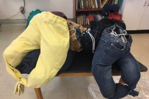 In Ms. Fortin's class at École Wilfrid-Pelletier, students learned how to transform their pants into bundles. #SuperRecyclersChallenge 100% plastic-free!!